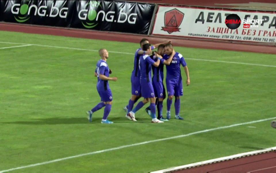 Играчът на мача между Етър и Ботев Даниел Младенов остана