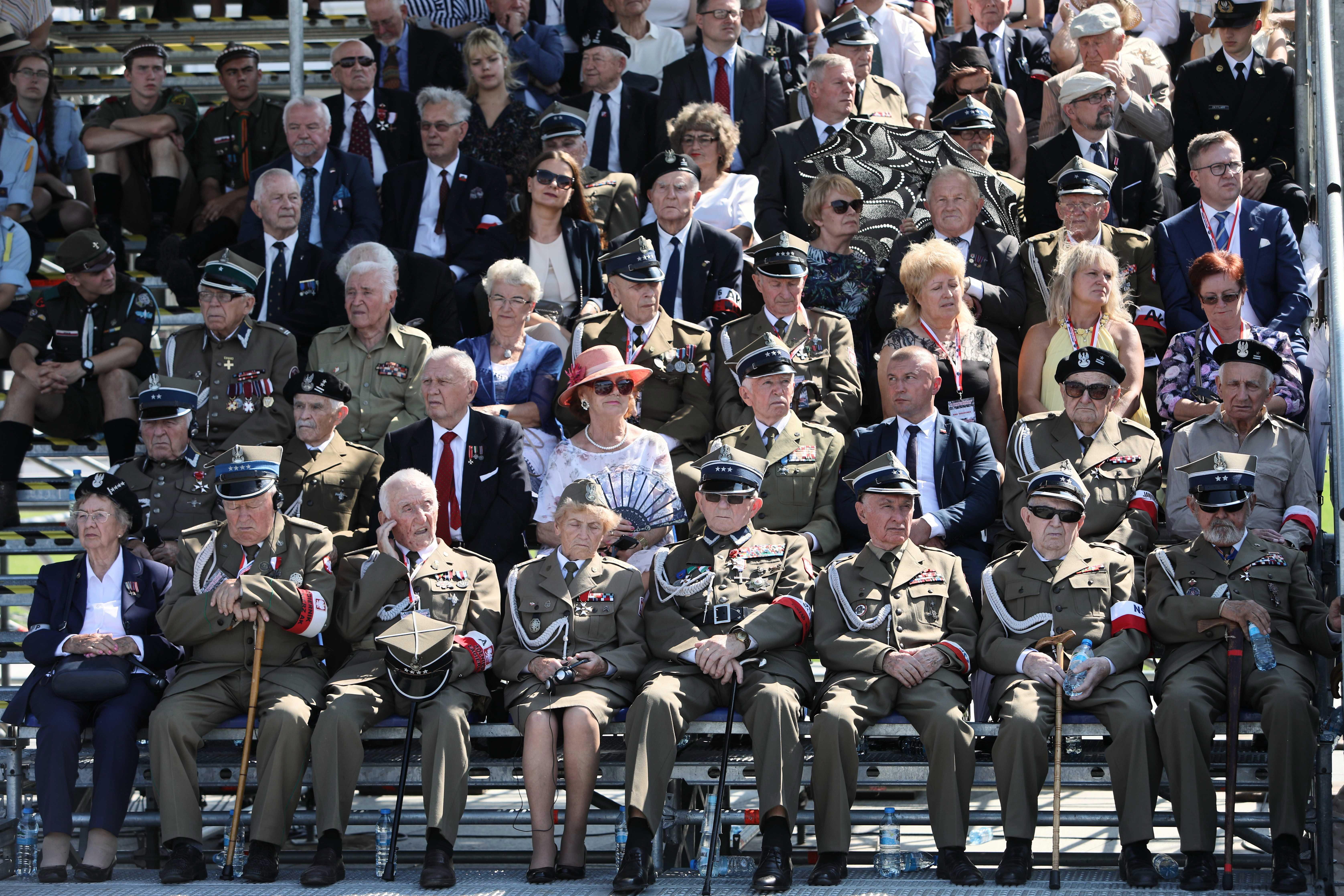 Присъстват десетки представители на други страни, сред които вицепрезидентът на САЩ Майк Пенс, канцлерът и държавният глава на Германия Ангела Меркел и Франк-Валтер Щаймайер, както и българският президент Румен Радев