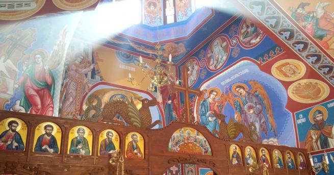 В кризисни моменти храмовете са били винаги отворени, а свещениците