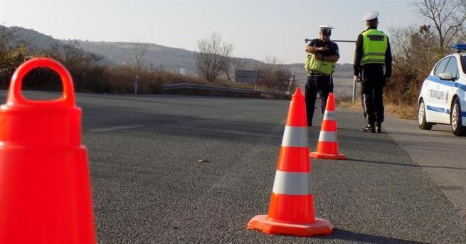 Катастрофа затруднява движението по пътя Мездра-Ботевград, съобщиха от МВР. Сигналът