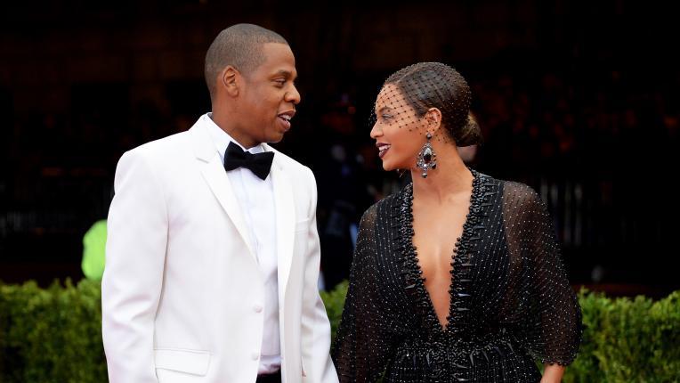 9 астрологично несъвместими звездни двойки, които обаче са щастливи заедно