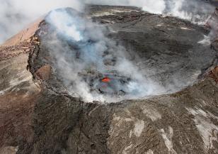Без чиста вода и ток са жителите на карибския остров Сейнт Винсент след изригването на вулкан