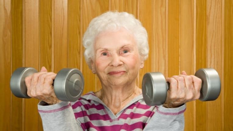 остаряване силен дух хумор позитивен живот възрастен