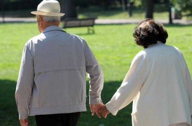 65 000 пенсионери няма да взимат 300 лв. догодина - Пенсиониране -  www.pariteni.bg