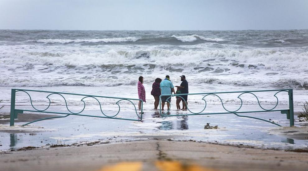 Ураганът Дориан достигна бреговете на Флорида, хората са в готовност (ВИДЕО)