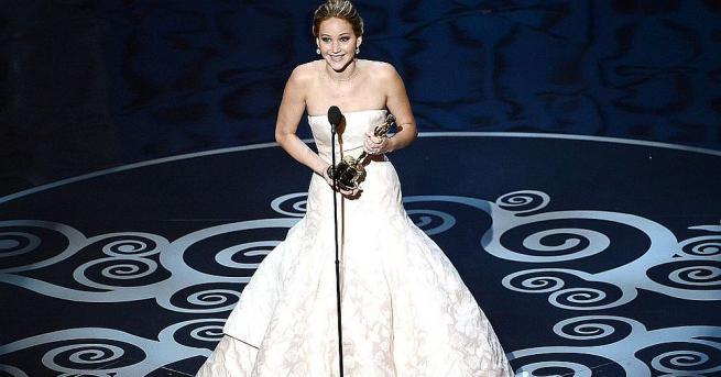 Звездите, минаващи по червения килим на наградите на Академията, изглеждат