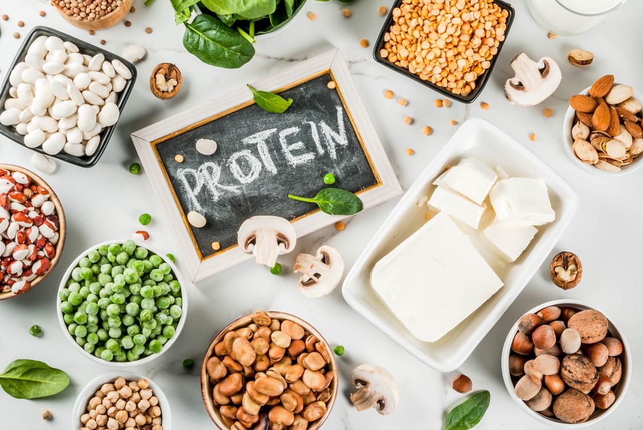 <p>Препоръчително е да приемаме и поне 50 гр протеини, ако дневният ни прием на калории е 2000.</p>