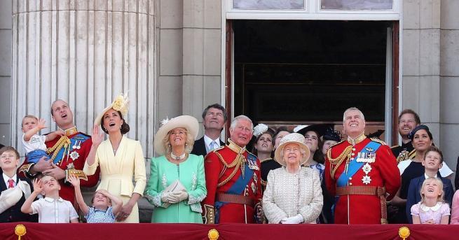 Знаменитостите често се срещат с членове на британското кралско семейство,