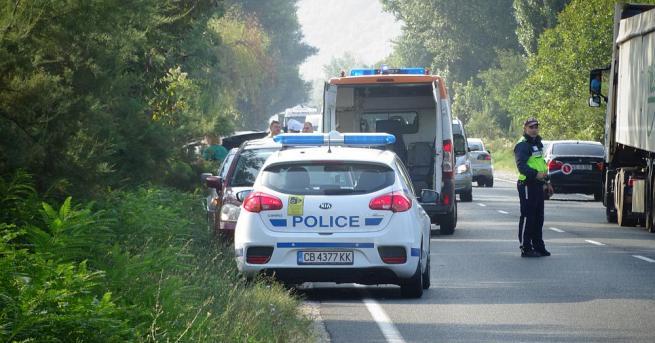 Жена загина при катастрофа между два автомобила тази сутрин на