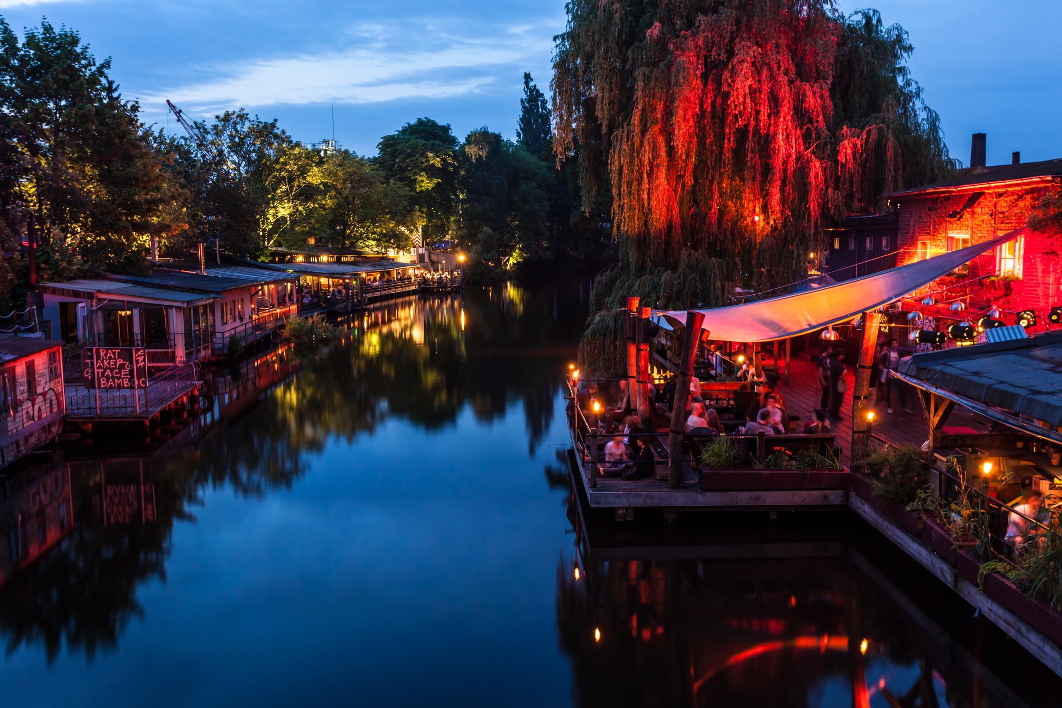 <p>Районът на Кройцберг е идеален за проучване на парти сцената. Кварталът е много разнообразен, с комбинация от културни влияния и безкрайни видове барове и ресторанти.</p>