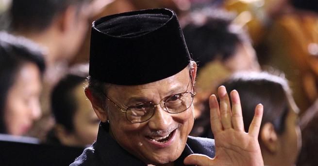 Бившият индонезийски президент Бухарудин Юсуф Хабиби почина на 83-годишна възраст,