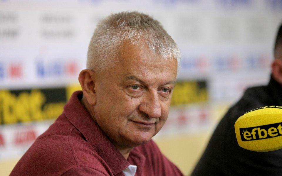 Собственикът на Локомотив Пд Христо Крушарски сподели, че Бруно Акрапович