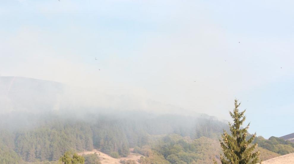 Овладян е пожарът в землището на Котел