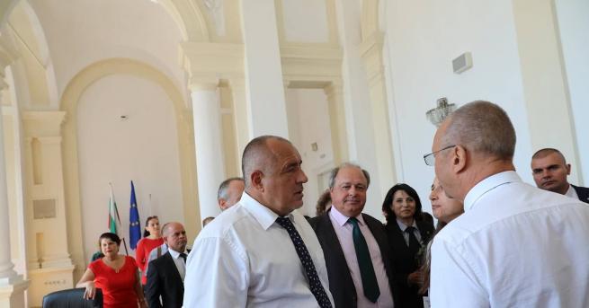 """Премиерът Бойко Борисов посети сградата на СУ """"Христо Ботев"""" в"""
