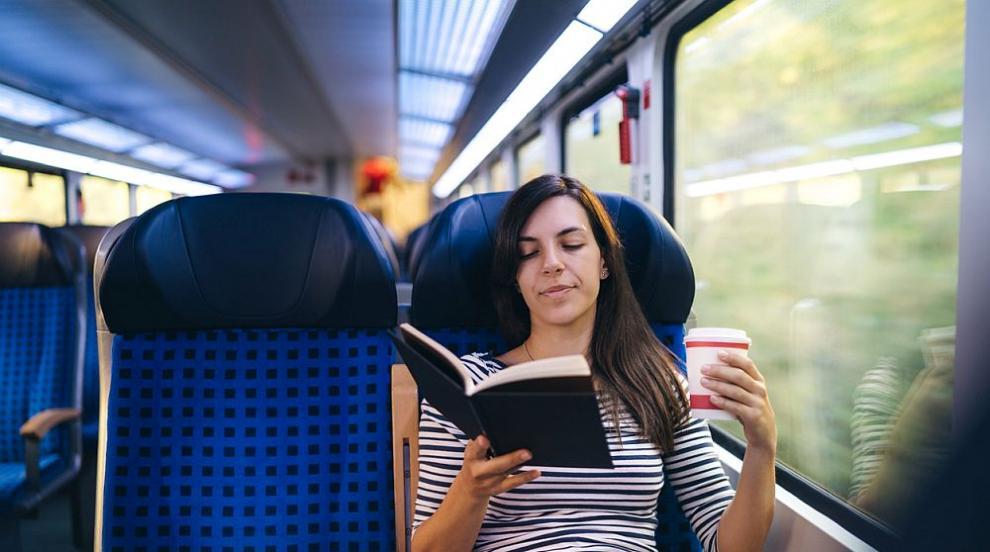 """Кампанията """"Чети във влака"""" нараства с още много книги"""