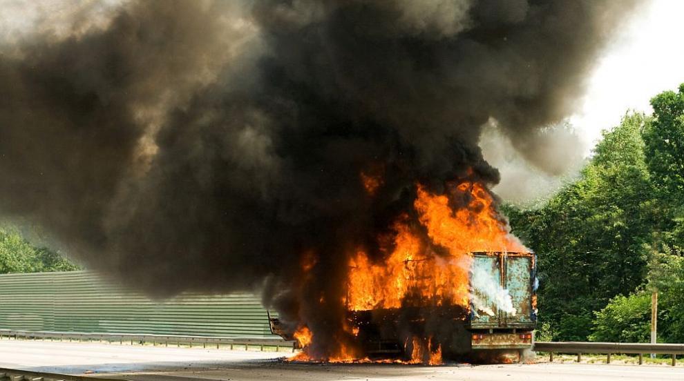 """Движението към ГКПП """"Капитан Андреево"""" е ораничено заради горящ ТИР"""