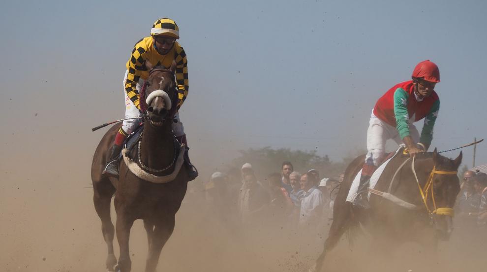 В Исперих се проведоха традиционните състезания с коне (СНИМКИ)