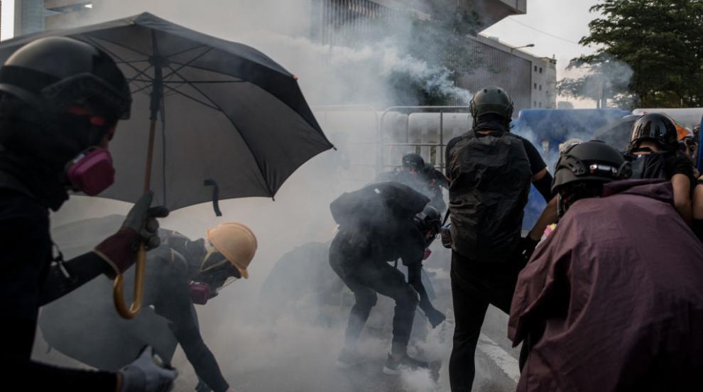 Почина 70-годишен мъж, ударен с тухла при сблъсъци в Хонконг