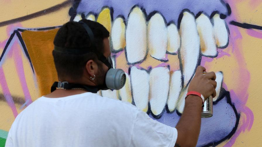 <p>Улични художници получават<strong> 7 млн., след като заличиха графитите им</strong></p>
