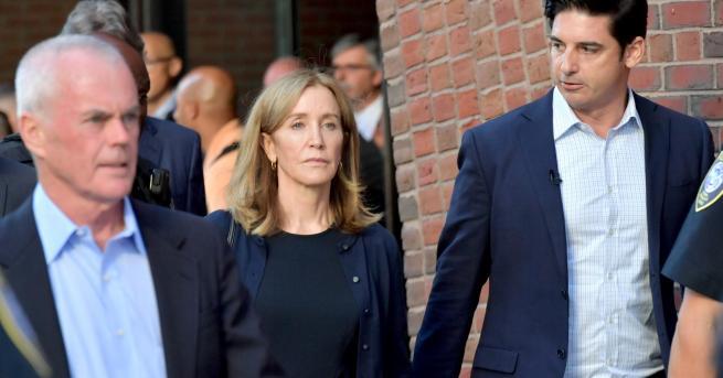 Любопитно Фелисити Хъфман беше осъдена на 14 дни затвор Фелисити