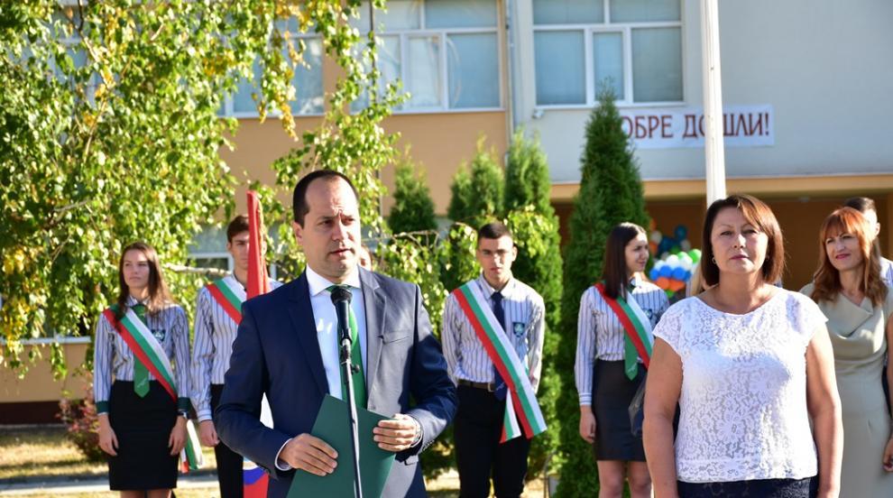 Нови кабинети и ремонтирана сграда за първия учебен ден във Враца