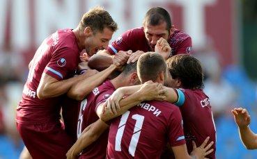 Футболистите на водещ отбор от Втора лига намалиха драстично заплатите си