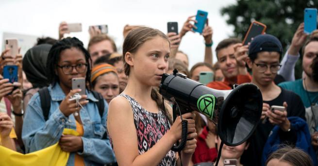 Младата шведска екоактивистка Грета Тунберг и младежкото движение
