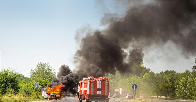 """Ремарке на камион се запали в движение на магистрала """"Тракия""""."""