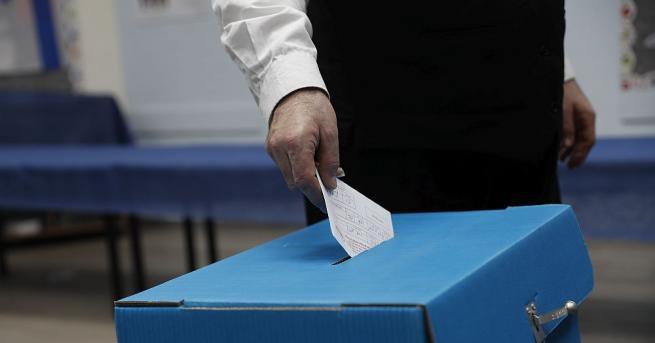 Израелците гласуват днес на парламентарни избори - вторите за пет