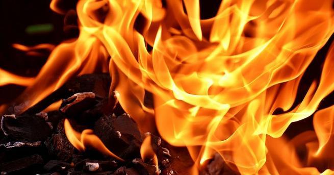 Четири къщи изгоряха при пожар в село над Благоевград, по