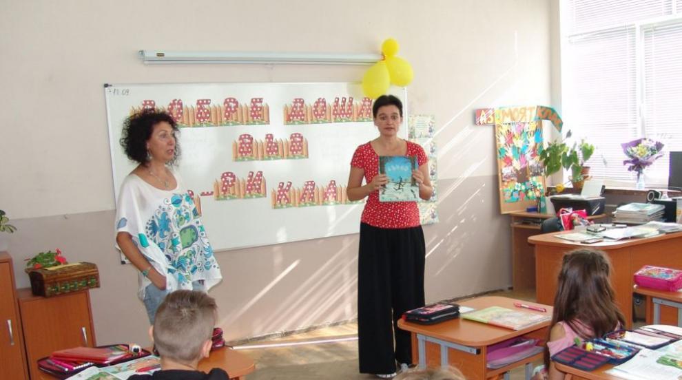 Поетесата Мария Донева гостува на второкласници в Димитровград