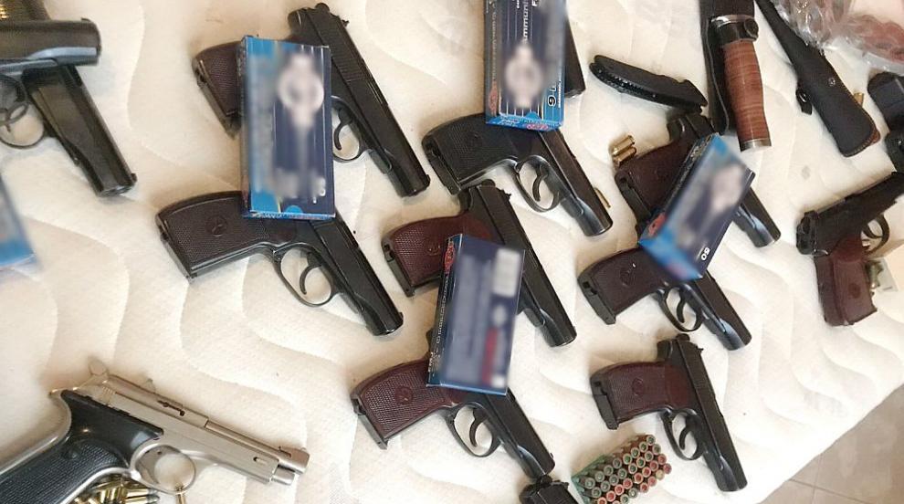 Двама от трафикантите на оръжия и наркотици към Англия остават в ареста