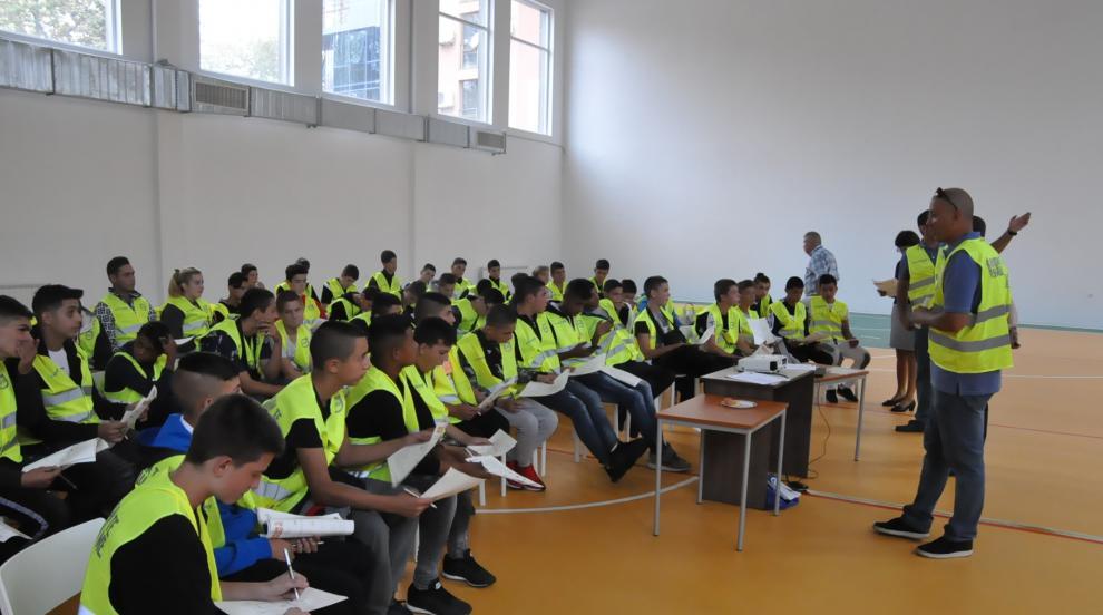 Учениците от Автото преминаха обучение по международната програма