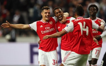 Арсенал потрепери в началото, но смаза съпротивата на Франкфурт