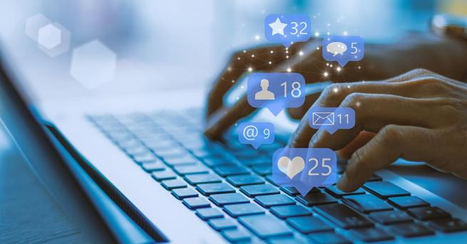 Модераторите във Facebook продължават да изпитват тежки странични ефекти от