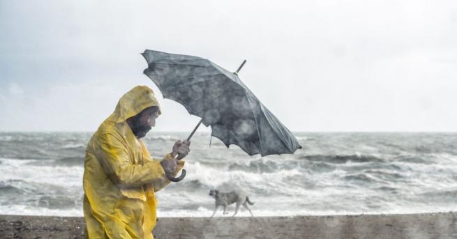 Властите съобщиха за първа жертва на тропическата буря Имелда, която