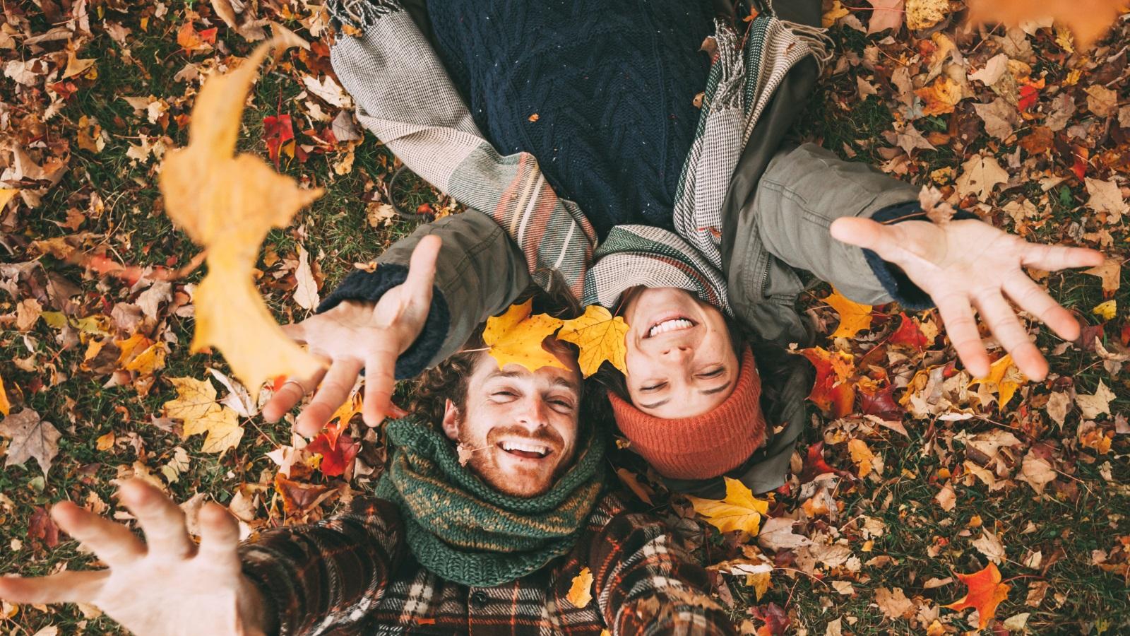 <p>Лъвовете ще бъдат много уверени и практични през 2020 г. - няма да мислят за истинската любов, а ще обръщат повече внимание на физическото си удоволствие. Най-добрите месеци за любов ще бъдат летните, когато се появява възможността за забавна и страстна връзка. От октомври започва период, богат на социализиране и пътуване - идеална възможност да се запознаете с нови хора.</p>