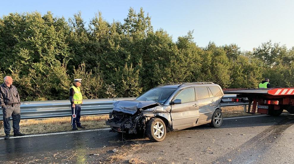 """Катастрофа затруднява движението по магистрала """"Тракия"""" (СНИМКИ)"""