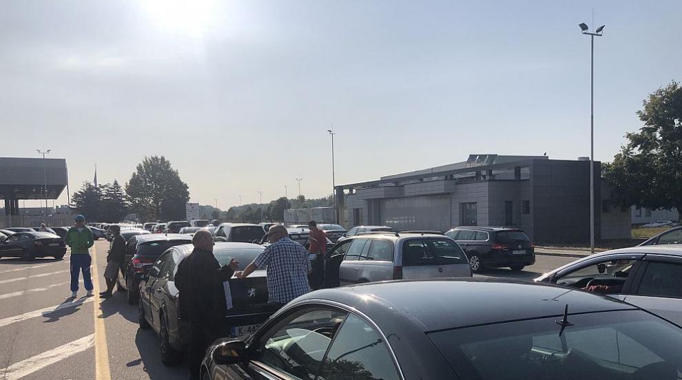 Интензивен трафик в страната заради почивните дни – къде е най-натоварено?...