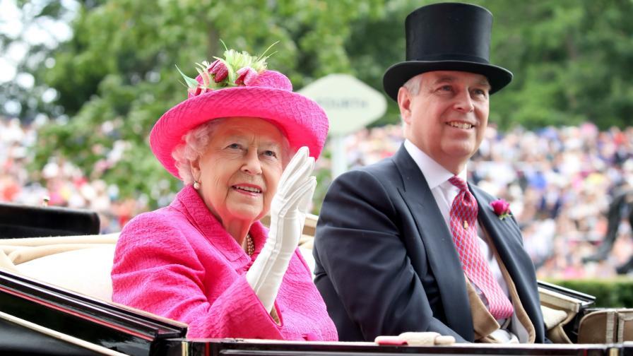 Кралица ЕлизабетII и принц Андрю