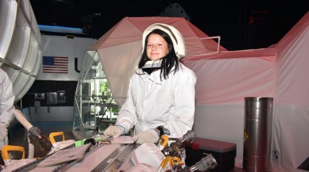 Към звездите: Мечтата на едно момиче да бъде първата българка в Космоса...