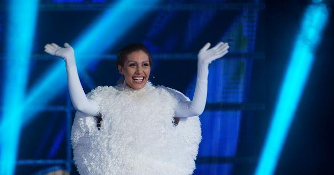 """След вълнуващо изпълнение, шоуто """"Маскираният певец"""" снощи напусна Джулиана Гани,"""