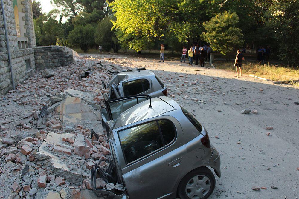 Силни земетресения в Албания