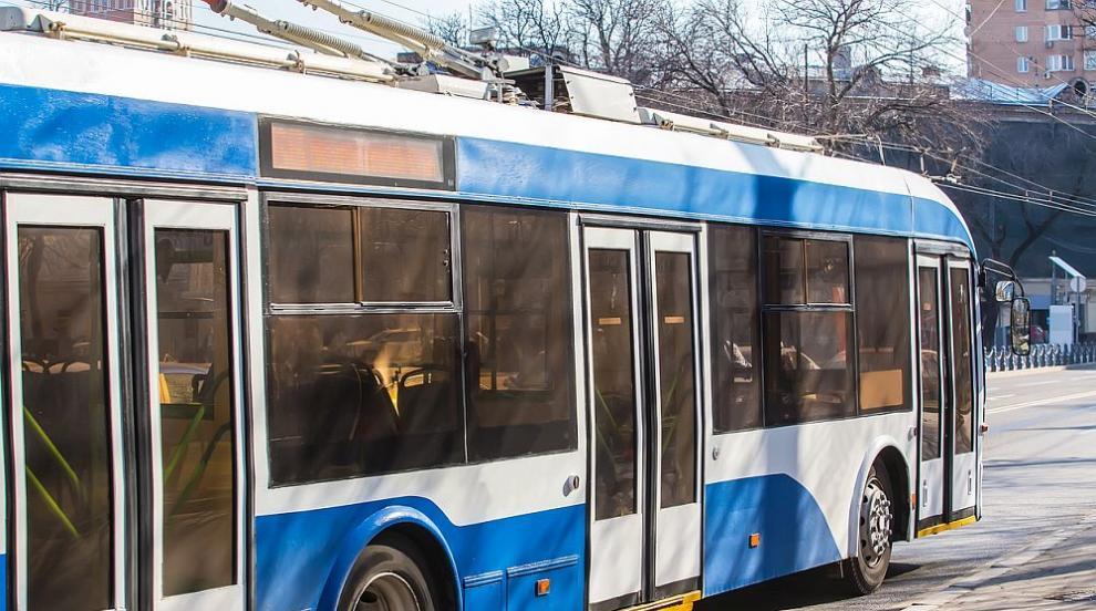 Задигнаха 250 метра от тролейбусната мрежа в Русе (ВИДЕО)
