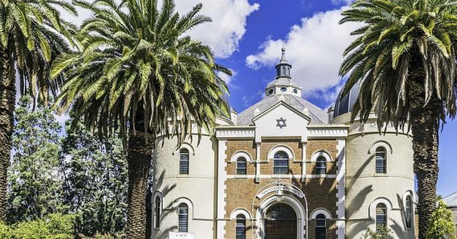 Започва строежът на първата синагога в Обединените арабски емирства. Сградата