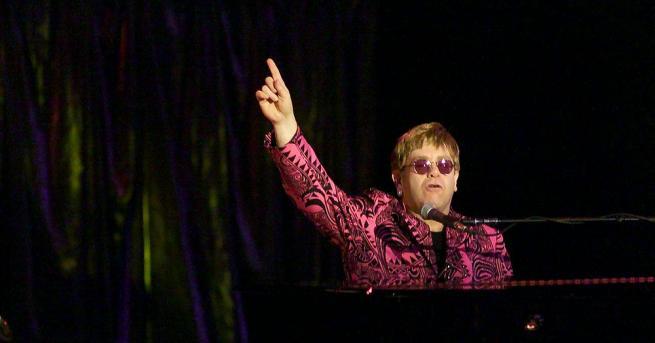 """От няколко дни на пазара е книгата """"Me: Elton John"""""""