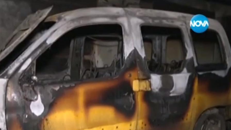 Кола се взриви в паркинг