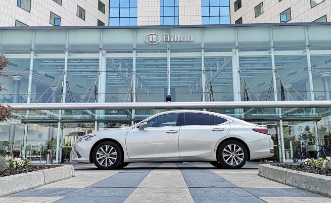"""Различна алтернатива на """"М"""" и """"AMG"""": Lexus ES 300h (тест драйв)"""