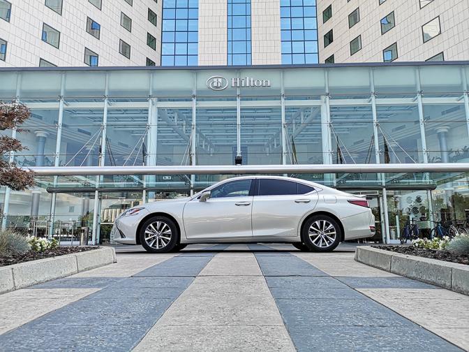 Lexus ES 300h галерия