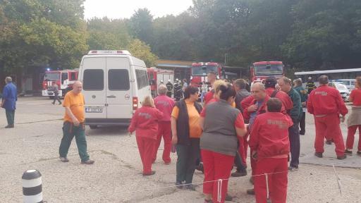 """Пожар в """"Дунарит"""", евакуация заради опасност от взрив"""